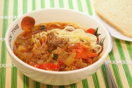 Спагетти с подливой из мяса и овощей