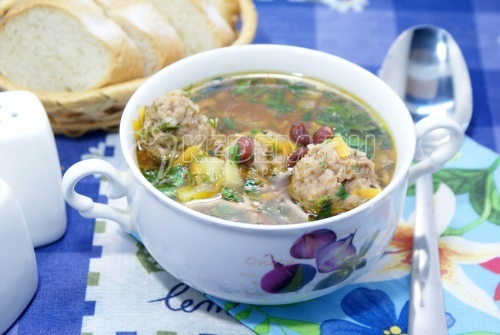Суп с фрикадельками и фасолью в мультиварке