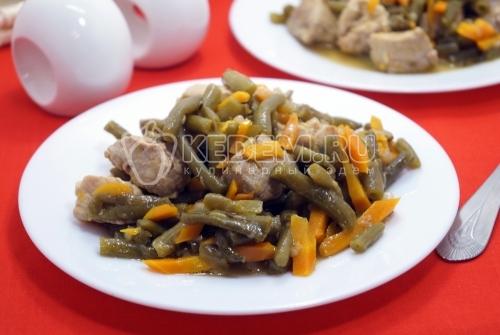 Свинина, тушенная со стручковой фасолью
