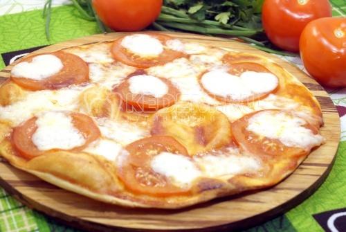Тонкая пицца с моцареллой