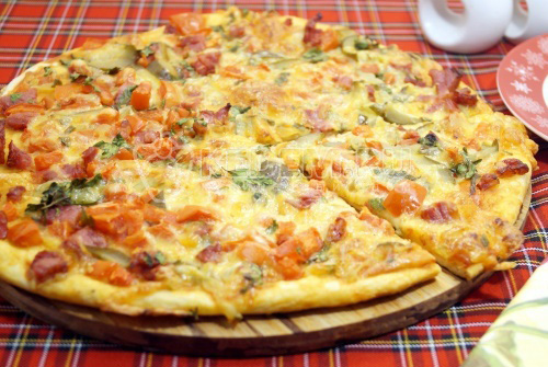 Быстрая тонкая пицца в духовке - рецепт