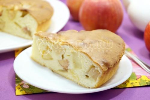 Заливная шарлотка с яблоками