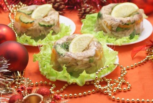 Заливное из курицы «Новогоднее» - рецепт