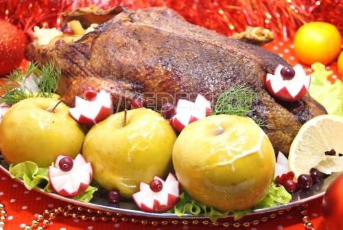 Запеченная утка с яблоками