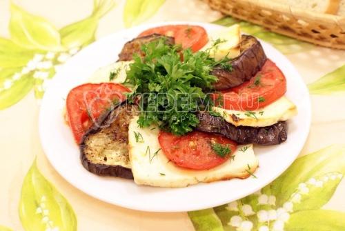 Запеченные баклажаны с помидорами и брынзой