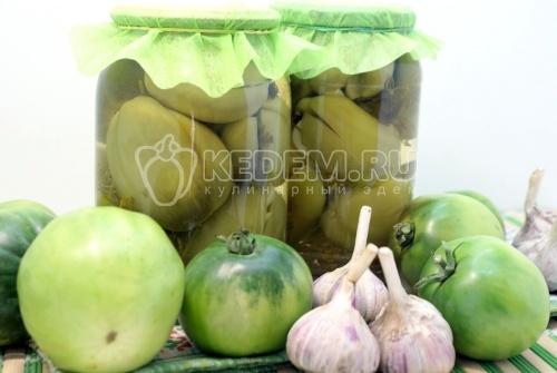 Зеленые помидоры  с чесноком и зеленью - рецепт