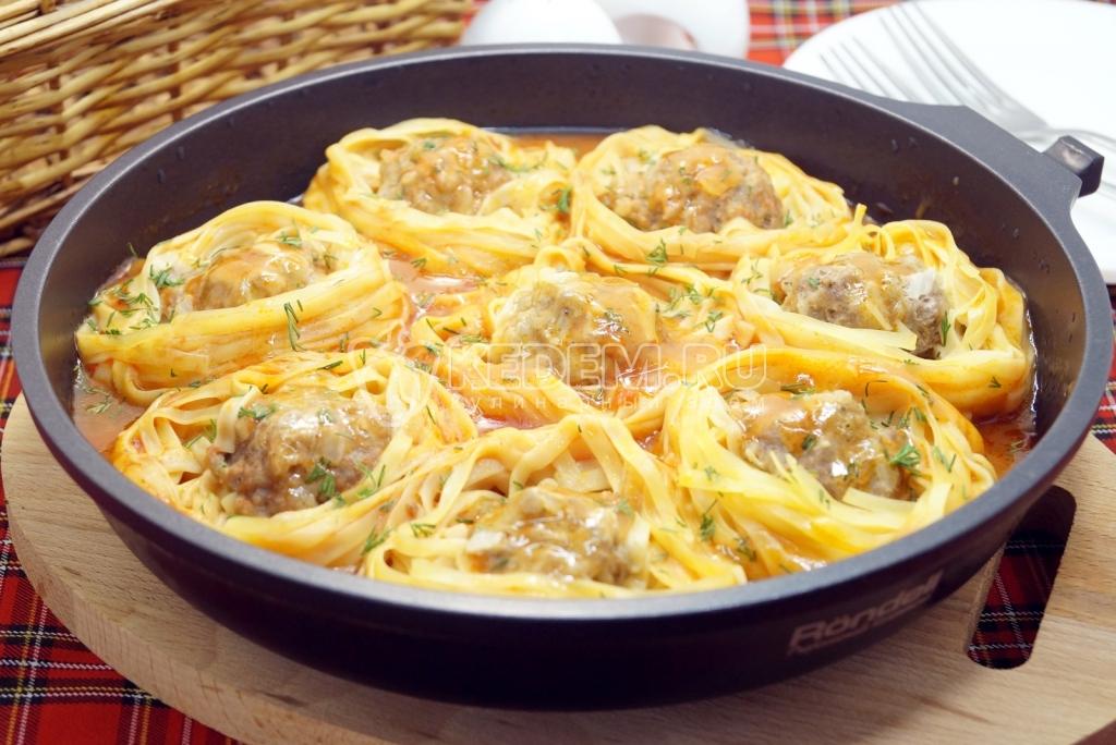 макароны гнезда с мясом