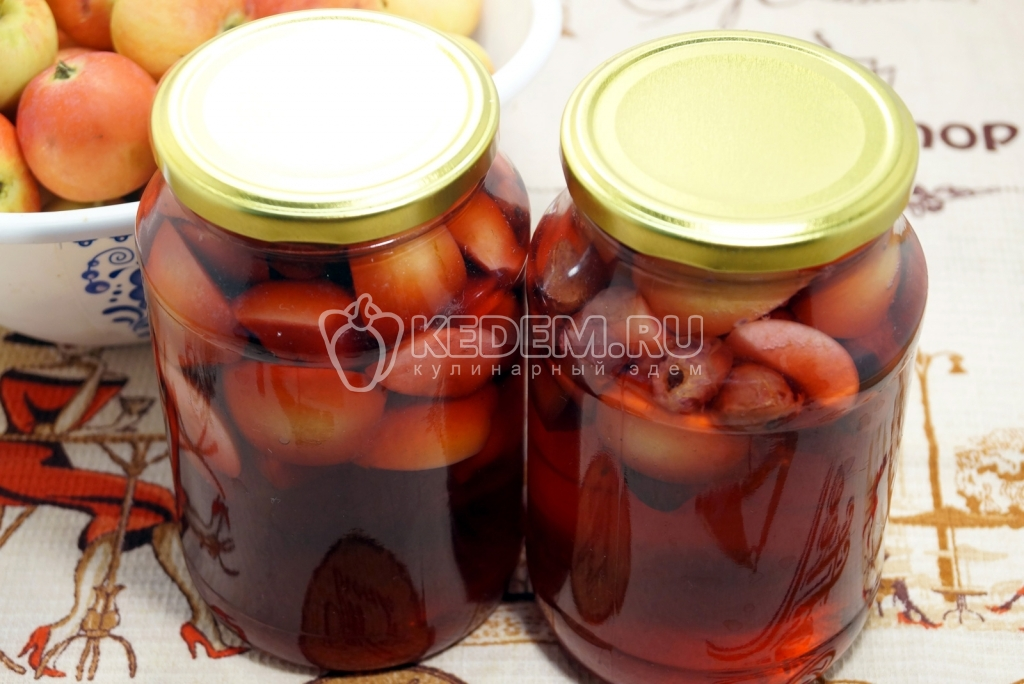 Сварить компот из яблок и смородины