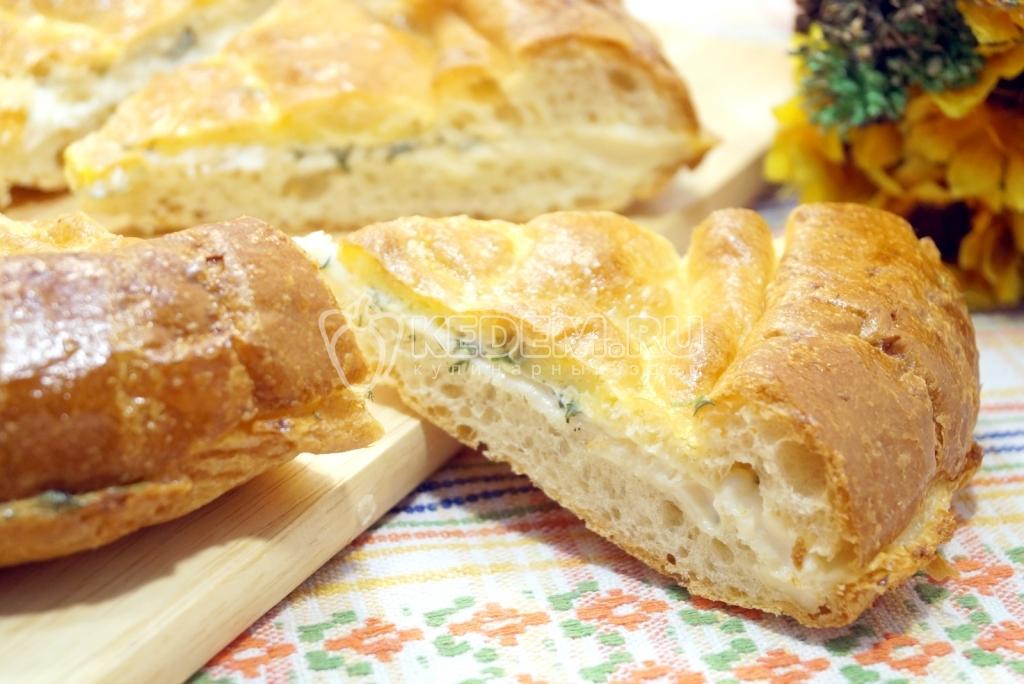 ресторан рецепт сырной лепешки с сыром и зеленью выглядит так: