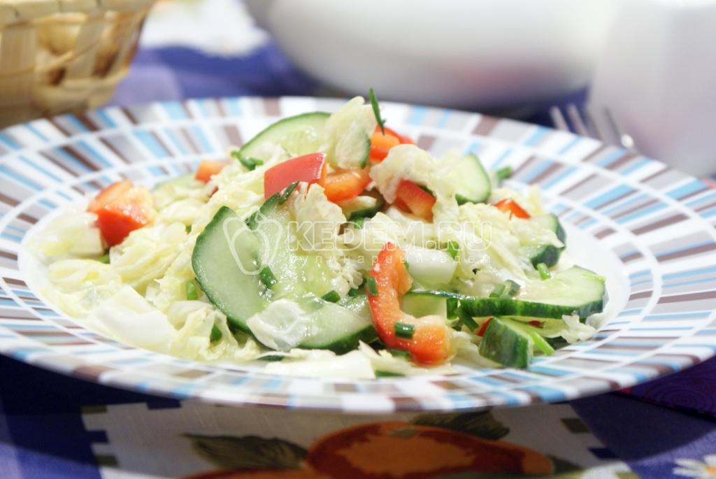 салат с овощами и капустой