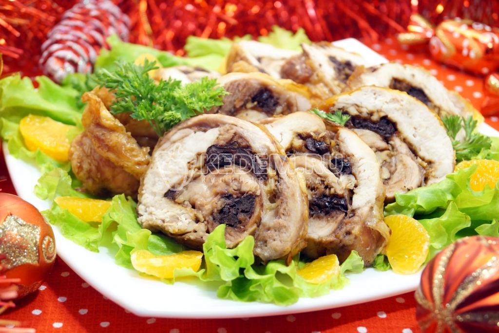 рулет из курицы с черносливом и орехами рецепт с фото