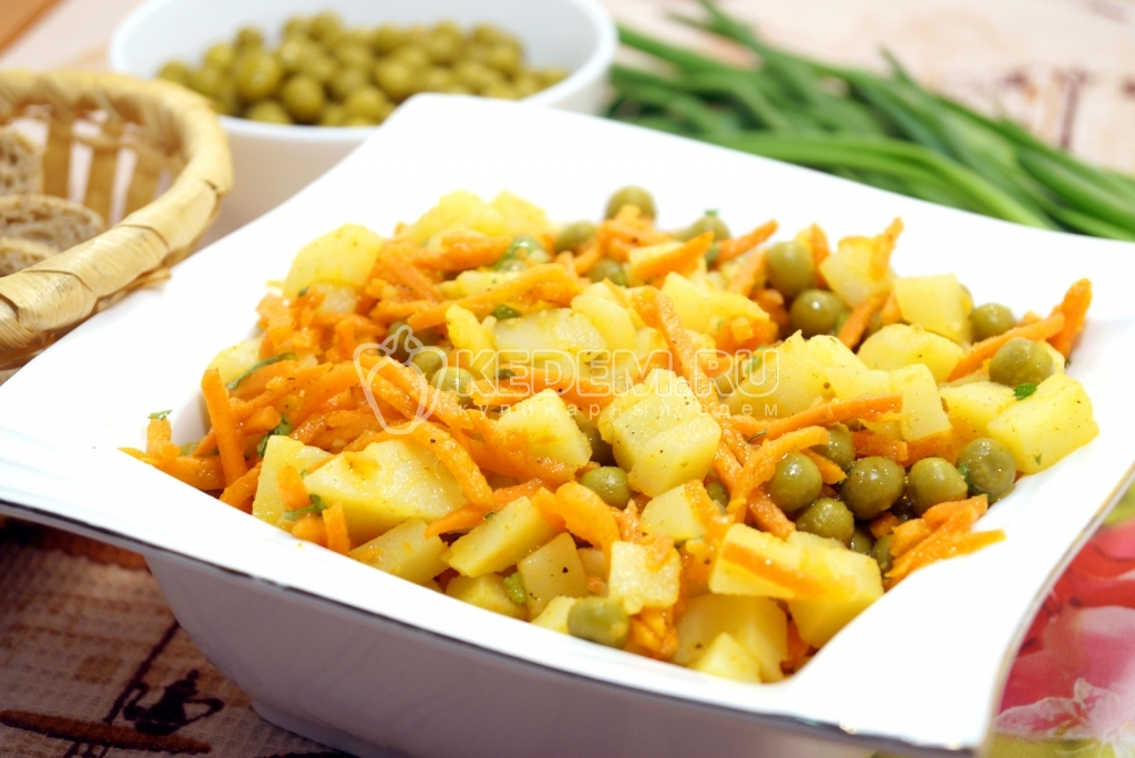 Салат с морковкой по корейски и горошком