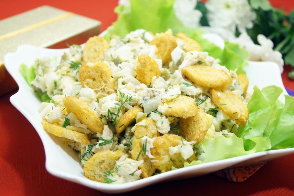 Салат с кальмарами и зеленым горошком самый вкусный