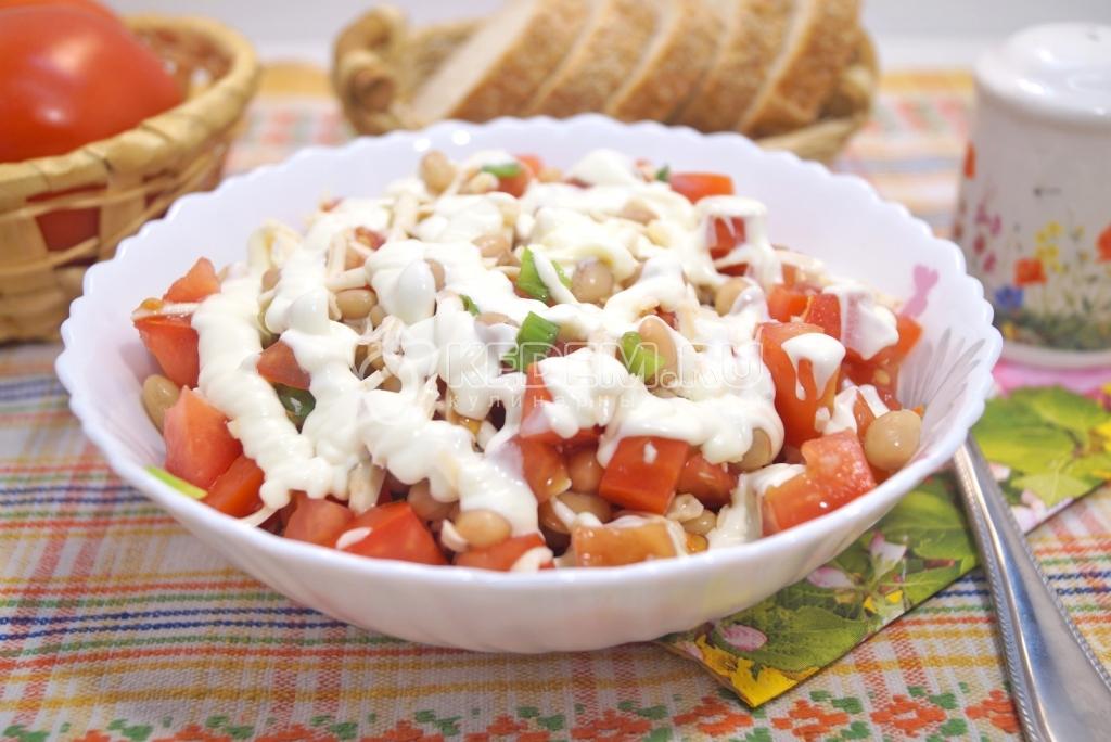 Салат с фасолью яйцом сыром и луком