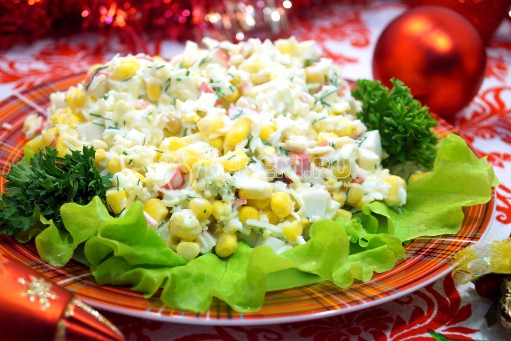 Рецепты новогодних салатов из крабовых палочек