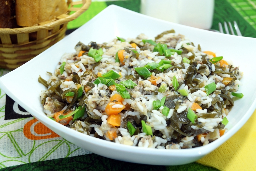 Салат из рыбной консервы с рисом рецепт с