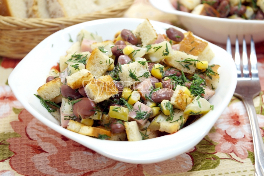 Салат из фасоли шампиньонов сухариков