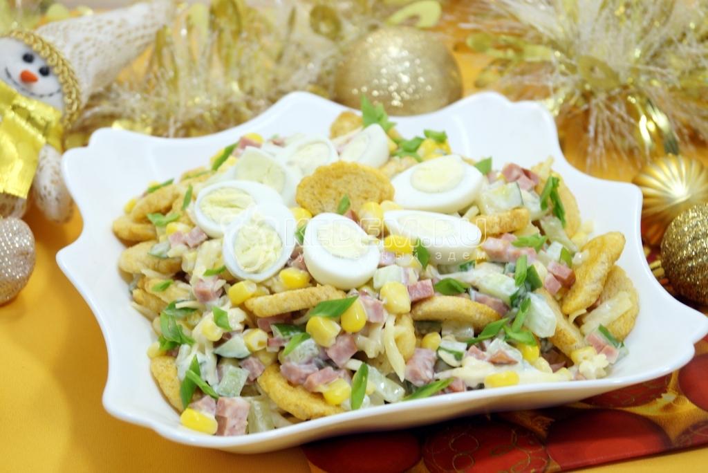 Салат Цезарь с курицей и сухариками - пошаговый рецепт с