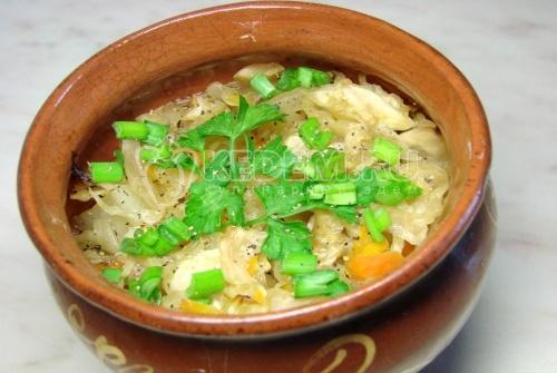 Рецепт Квашеная капуста с картофелем, запеченная в горшочке