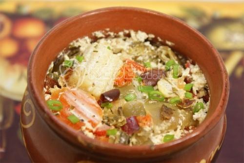 Рецепт Тушеные овощи в горшочке с фаршем и сметаной