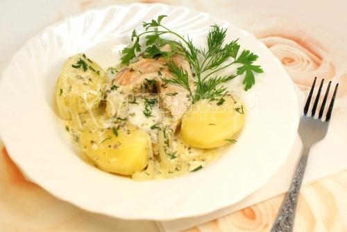 Горбуша тушеная в сметане – прекрасное блюдо в котором используется горбуша. Получается вкусная нежная рыбка. На гарнир можно подать картофель. – Блюда с рыбой на сайте Кулинарный Эдем.