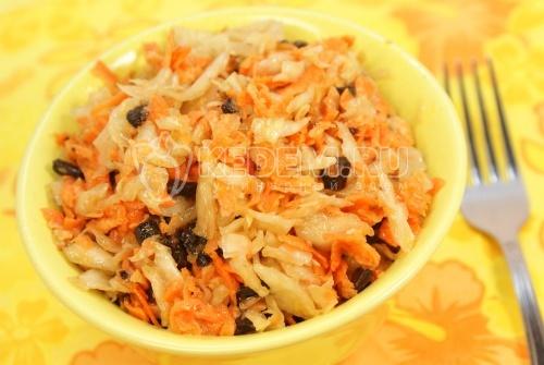 Рецепт Салат морковный с квашеной капустой и черносливом