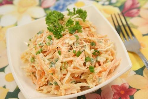 Рецепт Морковный салат с яблоками и зеленым луком