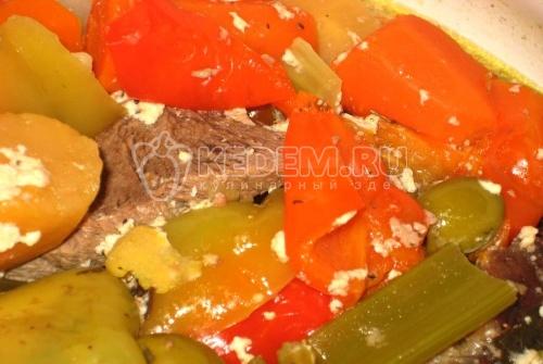 Рецепт Телятина, тушеная с овощами и грибами