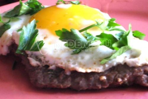 Рецепт Бифштекс (стейк из говядины) с яйцом