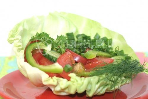 Рецепт Овощной салат в капусте
