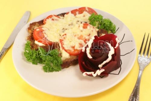 Рецепт Отбивная под помидором и сыром со свеклой