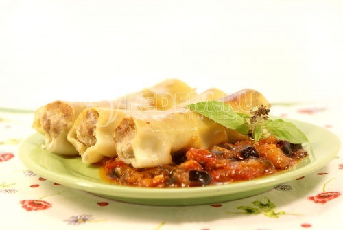 Рецепт Каннеллони с мясной начинкой и томатным соусом из баклажан