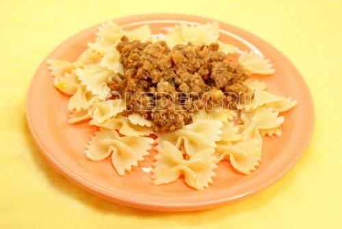 Рецепт «Бантики» с мясной подливой