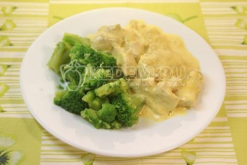 Курица в сливочном соусе с брокколи