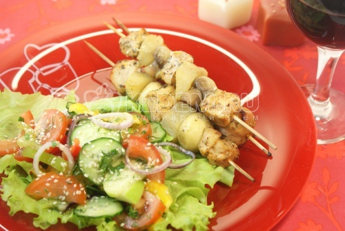 Куриный шашлык с острым салатом - рецепт