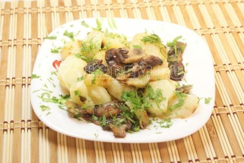 Картофель с шампиньонами. Кулинарный фото рецепт приготовления картофеля с грибами шампиньонами.