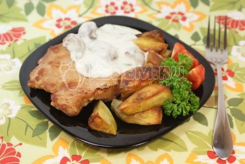 Рецепт Мясо с картофелем и грибным соусом