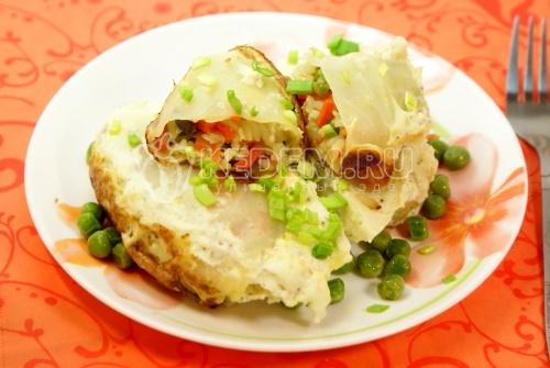 Капустные рулетики «в омлете». Кулинарный фото рецепт приготовления капустных рулетиков с овощами и рисом запеченных в омлете.