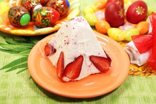 Пасха клубничная. Кулинарный фото рецепт приготовления пасхи с клубникой.