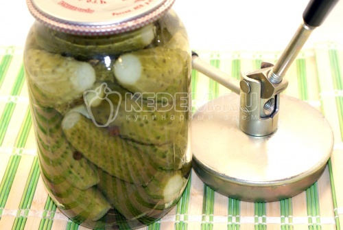 Рецепт приготовления салата из свежих огурцов.  Подробное описание.