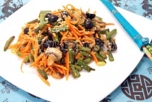 Салат с корейской морковкой «ВКУСНО и БЫСТРО». Кулинарный рецепт с фото приготовления салат с корейской морковкой, шампиньонами и стручковой фасолью.