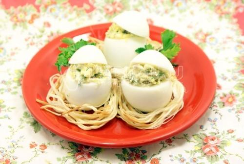 Рецепт Яйца фаршированные «Гнездышки»