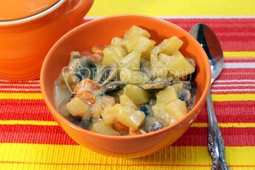 Картофель с грибами в горшочке. Кулинарный рецепт с фотографиями приготовления картофеля с грибами шампиньонами в горшочке.