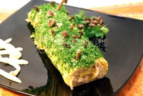 Ведьмино полено. Эксклюзивный пошаговый кулинарный рецепт с фотографиями приготовления сырного рулета с курицей на Хэллоуин.