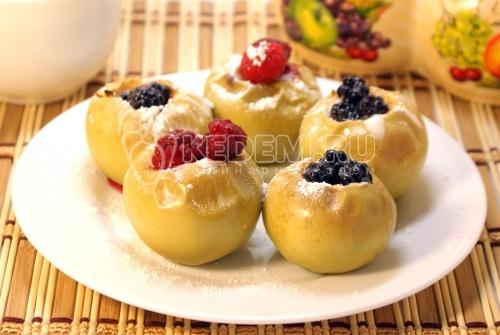 Рецепт Яблоки, запеченные с медом и ягодами