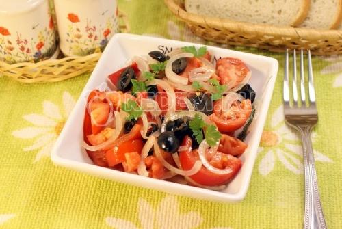 Рецепт Салат с помидорами и маслинами