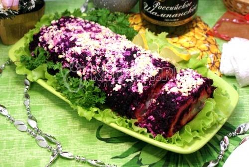 Салат-рулет «Селедка под шубой». Пошаговый кулинарный рецепт с фотографиями приготовление салата «Сельдь под шубой» с сельдью и овощами.