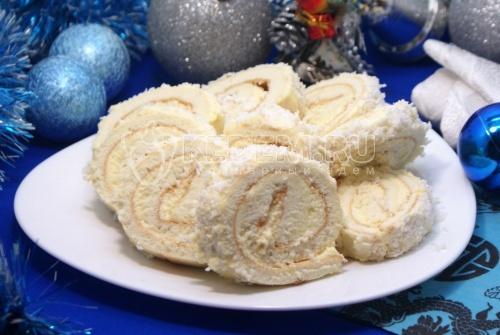 Бисквитный рулет с кремом и кокосовой стружкой. Пошаговый кулинарный рецепт с фотографиями приготовление бисквитного рулета с кремом и кокосовой стружкой.
