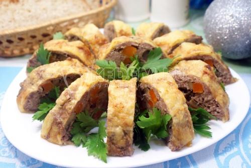 Рецепт Мясной рулет с грибами и сыром