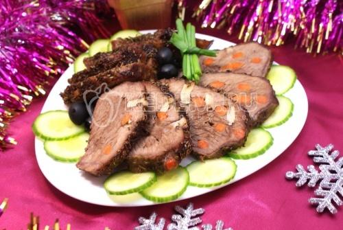 Рецепт Мясо, шпигованное чесноком и морковью